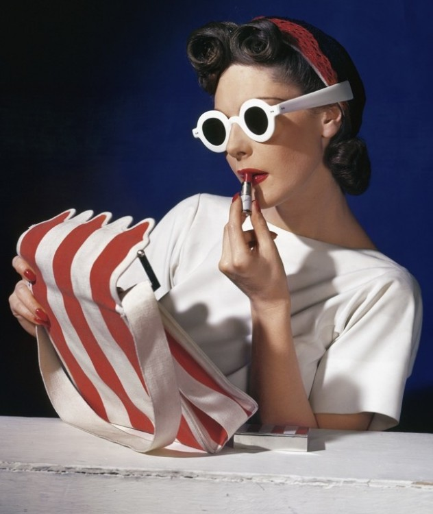 12._Muriel_Maxwell_American_Vogue_cover_1_July_1939__Conde_Nast_Horst_Estate