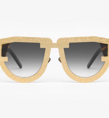 Eyewear for opti